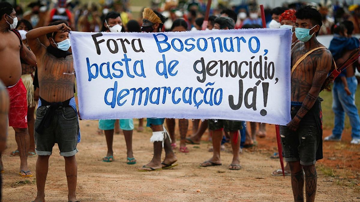 El exterminio indígena fue puesto de relieve en Brasil el 24 de julio pasado durante una manifestación nacional pidiendo la renuncia de Bolsonaro en San Pablo.