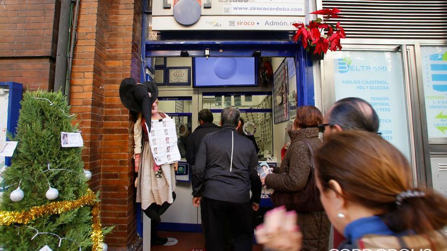 Colas en una administración de lotería para comprar | MADERO CUBERO