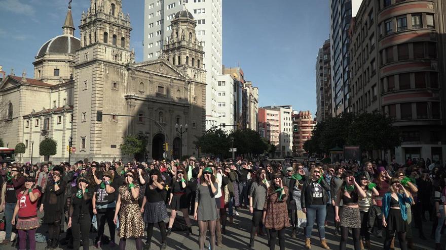 'Un violador nel to camín', la versión en asturiano del himno feminista