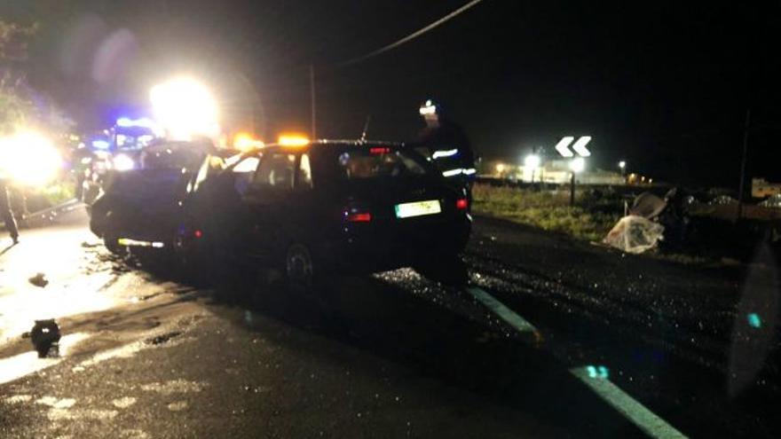 Los dos vehículos accidentados, en la noche de este domingo