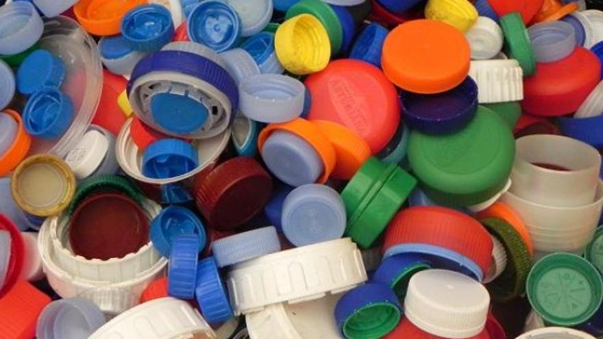 Tapones de plástico solidarios