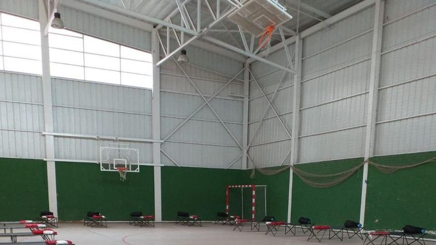 Camas habilitadas en el polideportivo Jorge Juan de Albacete