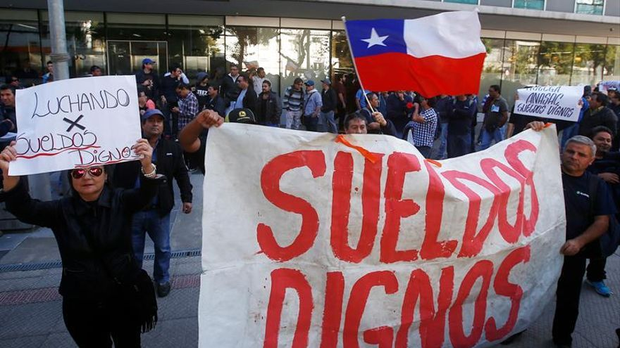 Trabajadores chilenos defienden, con discreta convocatoria, reforma laboral