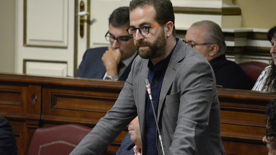 El diputado de Podemos Juan Márquez, en un pleno del Parlamento de Canarias