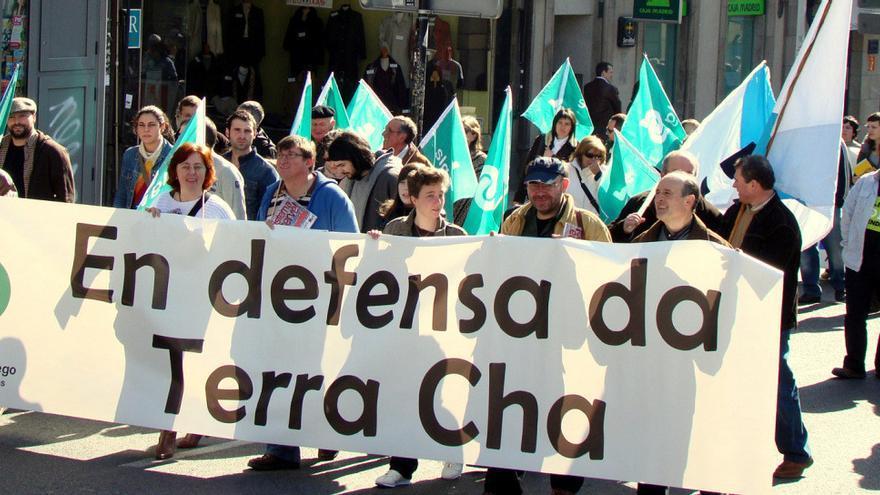 Manifestación contra las minas Compostela