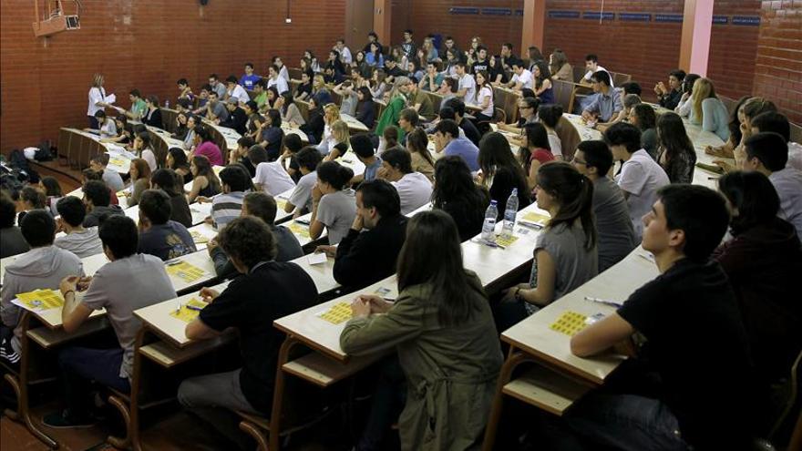 La universidad privada intenta mantener el alumnado con más oferta académica