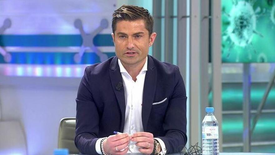 El comunicador Alfonso Merlos, durante una tertulia en Telecinco.