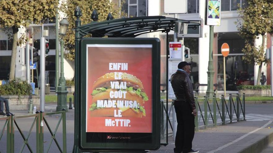 La antiglobalización usurpa las vitrinas a las multinacionales en Bruselas