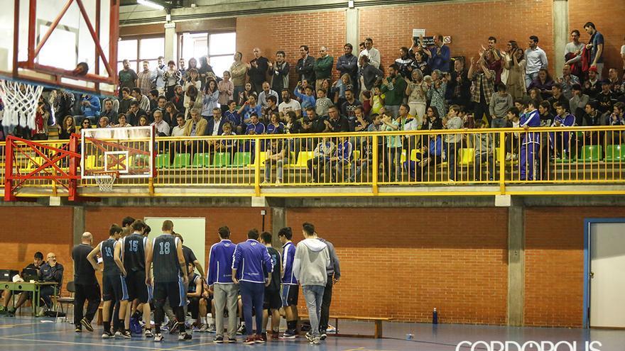Imagen de un partido del Bball Córdoba en el pabellón Menéndez Pidal de la UCO | ÁLEX GALLEGOS