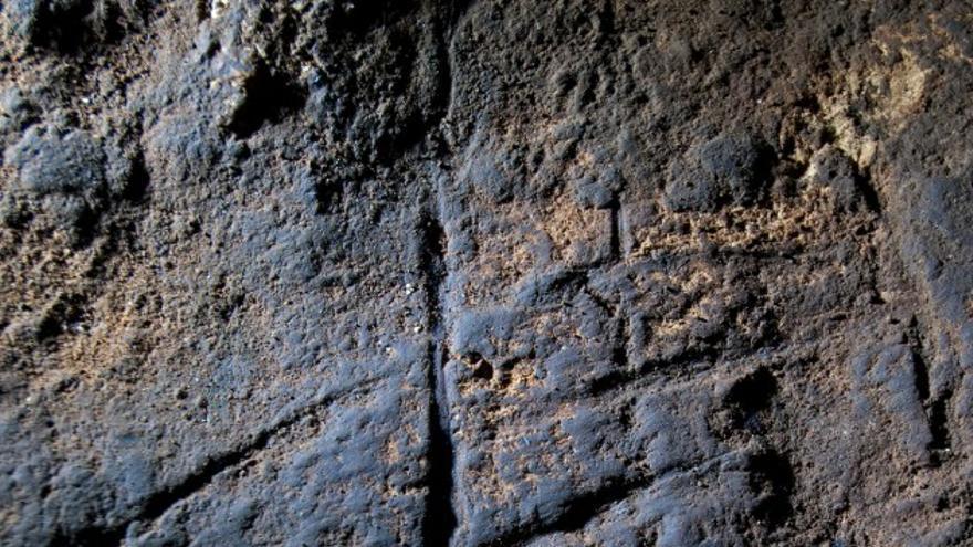 El grabado hallado en la cueva de Gorham, en Gibraltar / Stewart Finlayson/PNAS