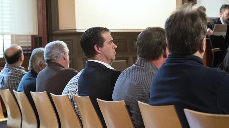 Salguero, al mig del banc dels acusats