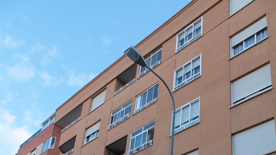(Ampl.) La firma de hipotecas sobre viviendas sube un 1,6% en 2014 tras siete años de caídas