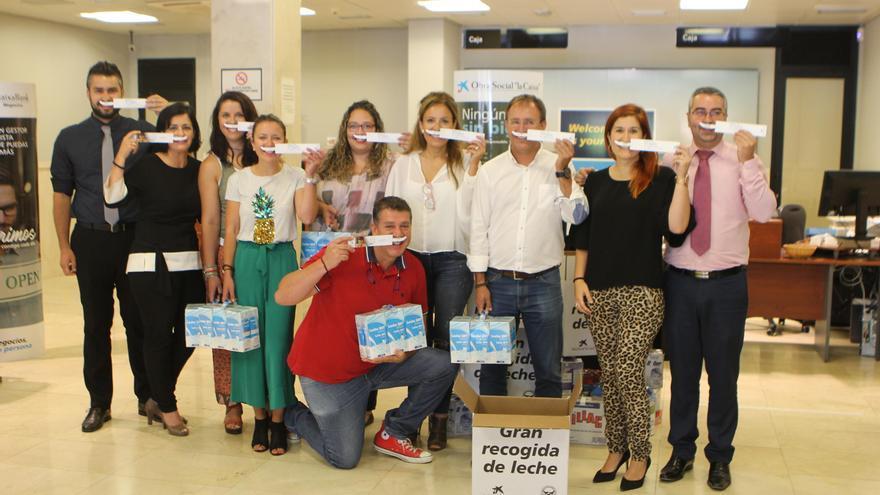 El Ayuntamiento de El Paso se ha unido a la tercera gran recogida de leche impulsada por la Obra Social La Caixa bajo el nombre 'Ningún niño sin bigote'.