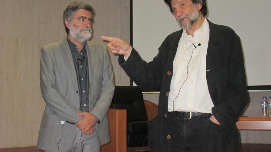 Anelio Rodríguez y Víctor Erice, este viernes, en la Fundación CajaCanarias. Foto: LUZ RODRÍGUEZ.