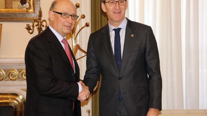 Cristóbal Montoro y Alberto Núñez Feijóo, en una imagen de archivo durante el Gobierno de Rajoy