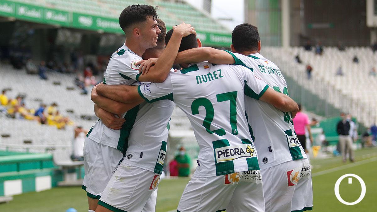 Núñez, con 27, celebrando uno de los goles del Córdoba