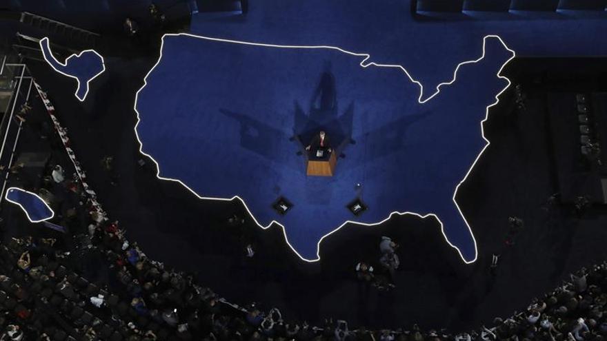 Clinton llama por teléfono a Trump para admitir la derrota en las elecciones