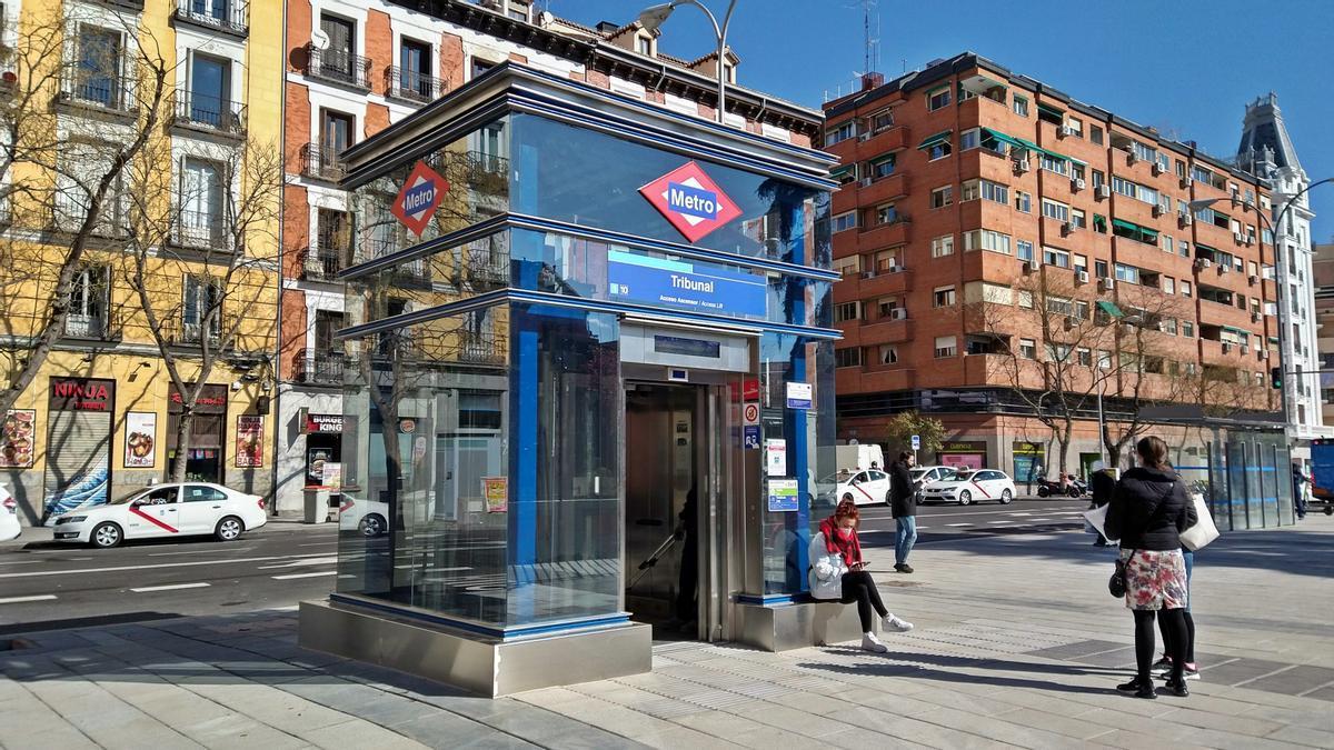 Ascensor de la estación de Tribuna, ya operativo