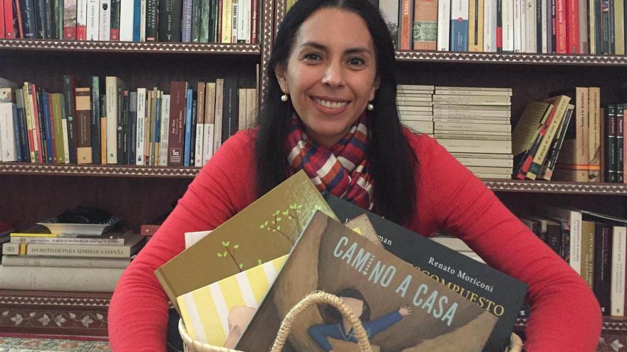 La colombiana Paula Acuña es especialista en literatura infantil y narradora oral.