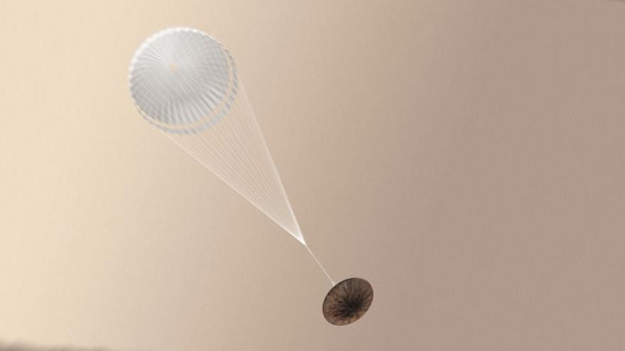 El módulo de aterrizaje Schiaparelli con el paracaídas desplegado