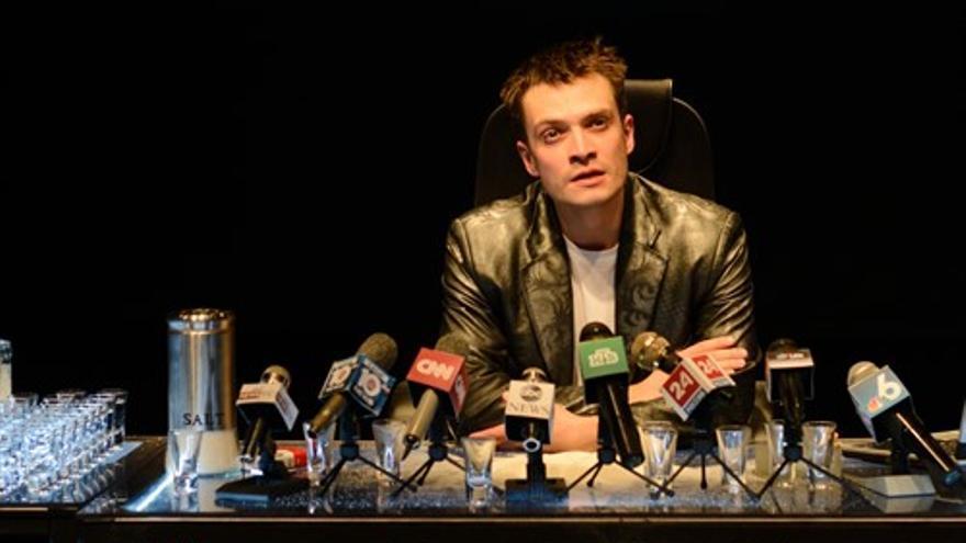 Alexander Aladyshev durante la representación de 'Dreams of Hamlet'. | TEATRERÍA DE ÁBREGO