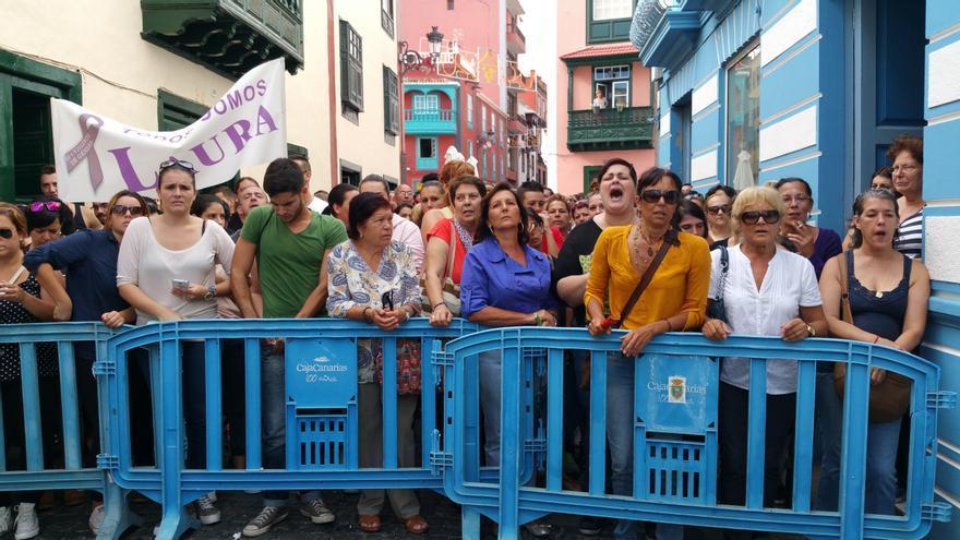 En la imagen, familiares y amigos de Laura González el día de la declaración de David Batista. Foto: LUZ RODRÍGUEZ