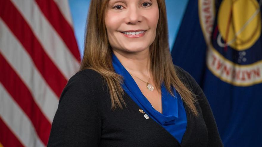 Evelyn Miralles, ingeniera en el laboratorio de realidad virtual de la NASA