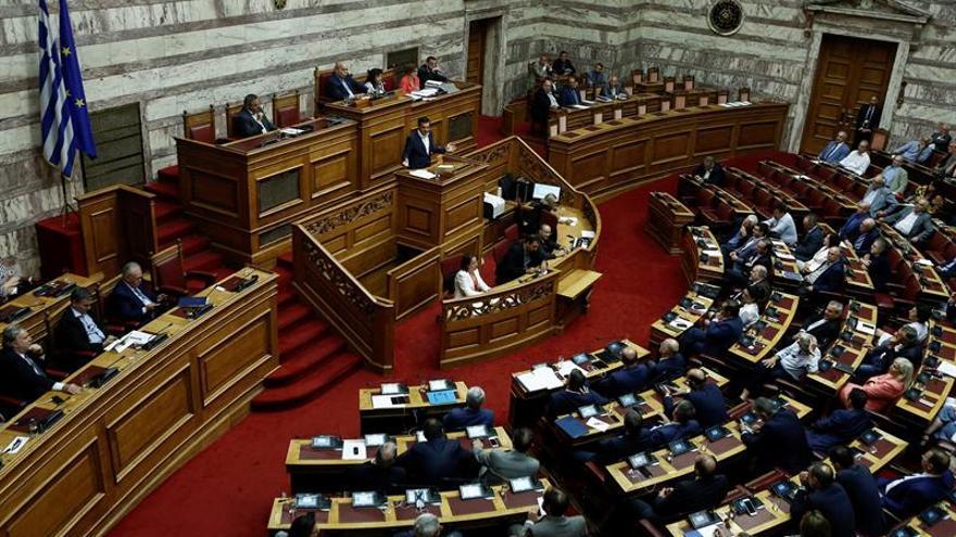 El Parlamento griego aprueba los presupuestos de 2019, los primeros tras el fin del rescate