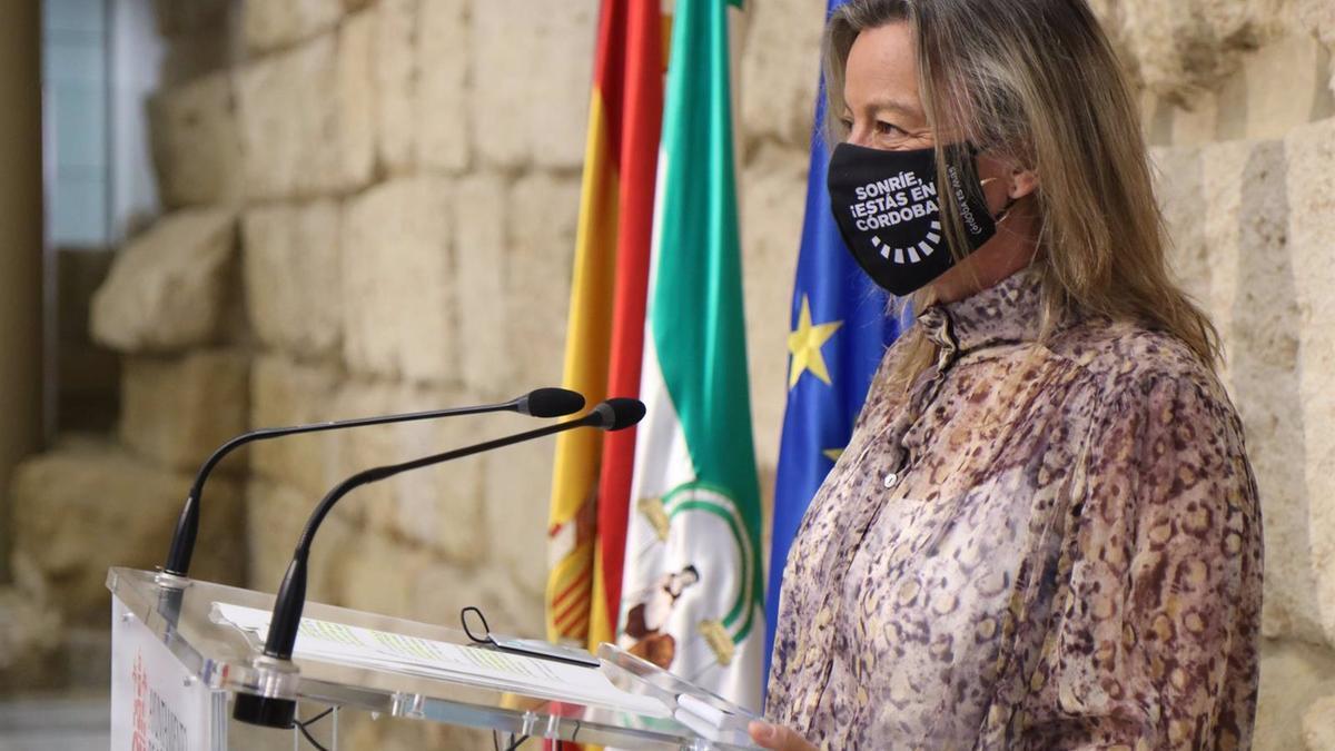 La primera teniente de alcalde y delegada de Turismo y Desarrollo Económico del Ayuntamiento de Cordoba, Isabel Albás.