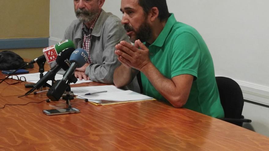 Santiago Pérez, de XTF-NC, y Rubens Ascanio, de Unidos Se Puede, este jueves en la rueda de prensa