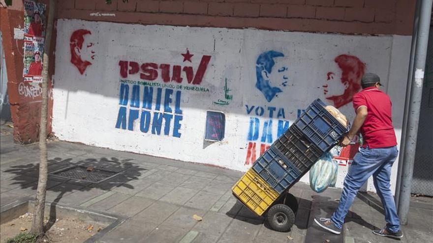 Prohíben el porte de armas y la venta bebidas alcohólicas por los comicios en Venezuela