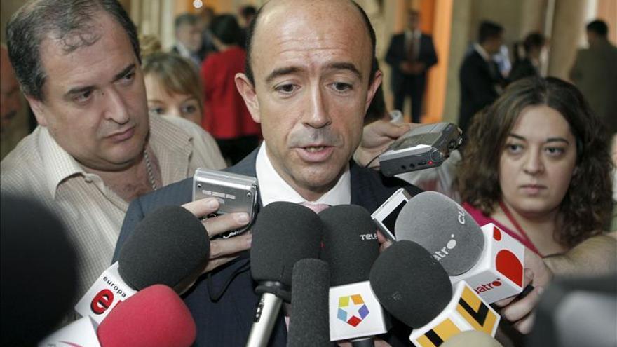 El PSOE pide la comparecencia de Mato por dar a Lamela la gestión del hospital de Melilla