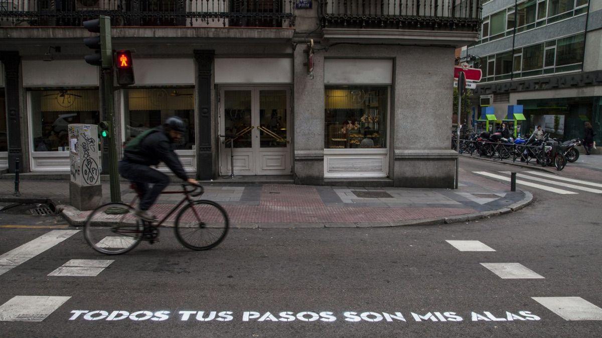 """Verso de """"Madrid, te comería a versos"""" (2014) en la C/ Prim   BOA MISTURA"""