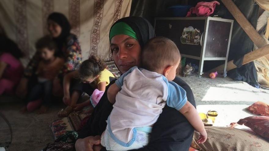 Fatma Al-Nawaja  y otros residentes de Khirbet Susiya lamentan que los colonos continúan acosándoles © Amnesty International