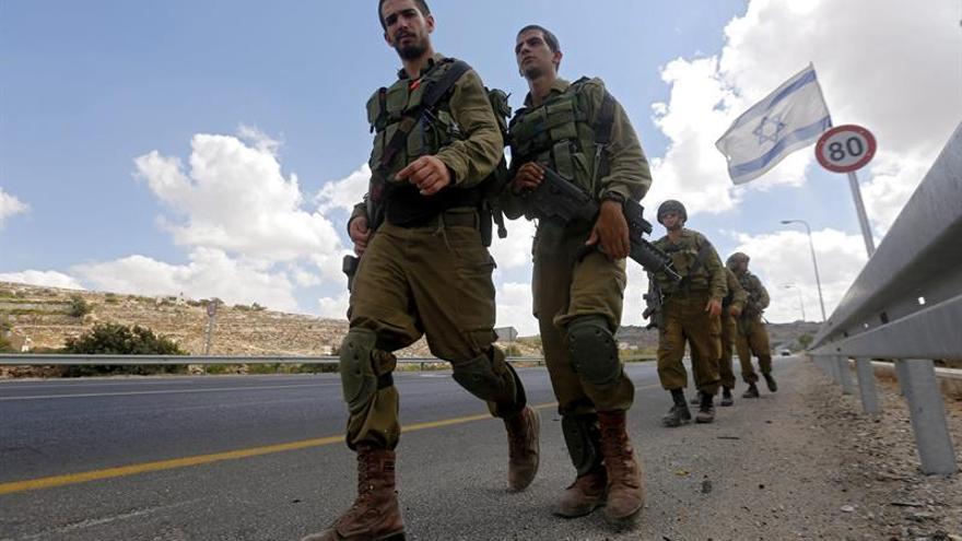 Un israelí herido al ser apuñalado por un palestino en un puesto de control