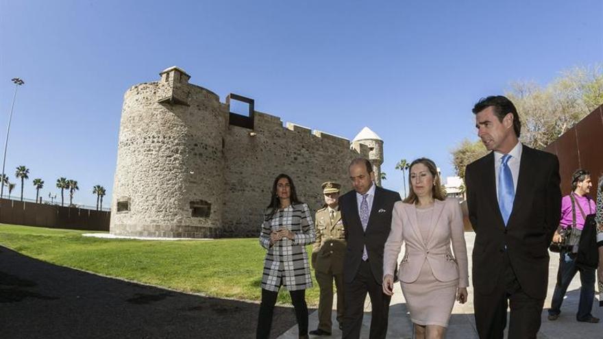 La ministra de Fomento, Ana Pastor, visita el Castillo de la Luz de LPGC junto al ministro Soria.