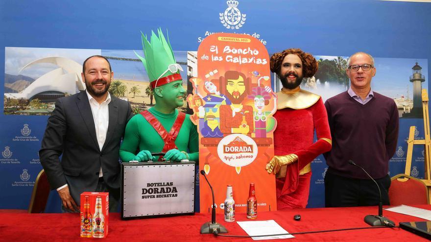 Ballesteros y Durango junto a dos actores en la presentación de la campaña.