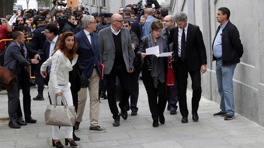 Los miembros de la Mesa del Parlament Lluís María Corominas, Lluis Guinó, Anna Simó, Ramona Barrufet y Joan Josep Nuet, a su llegada a la sede del Tribunal Supremo este 2 de noviembre.