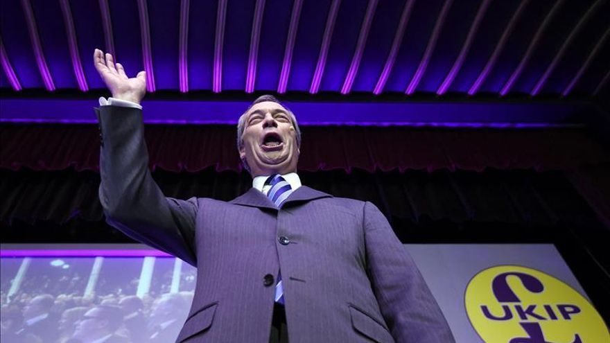 Farage indica que apoyará los recortes promovidos por los conservadores