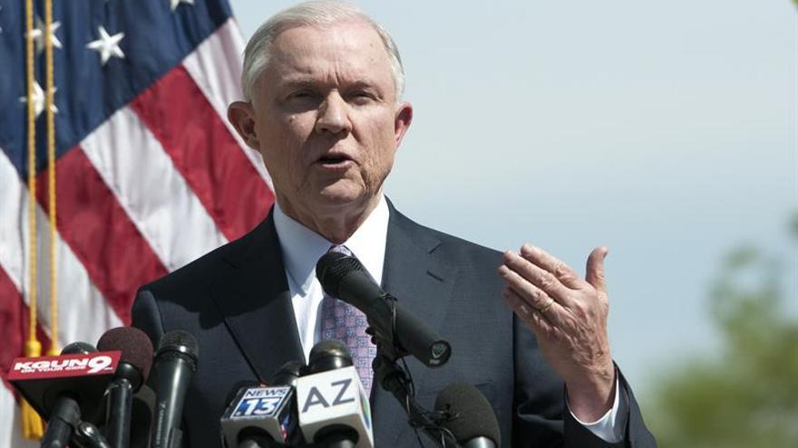 El Fiscal general de EE.UU. dice que su meta no es deportar jóvenes indocumentados