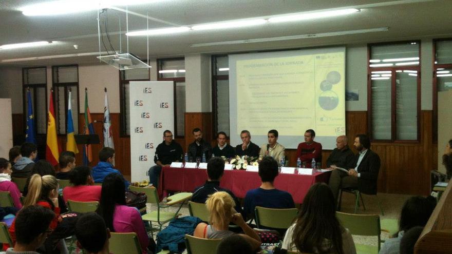 Imagen de la conferencia llevada a cabo en el IES de Las Breñas en el marco del programa del CIT sobre la actividad turística.