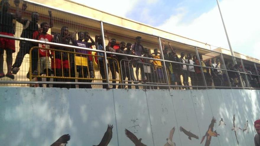 890 inmigrantes aguardan en el CETI de Ceuta, 378 por encima de su capacidad