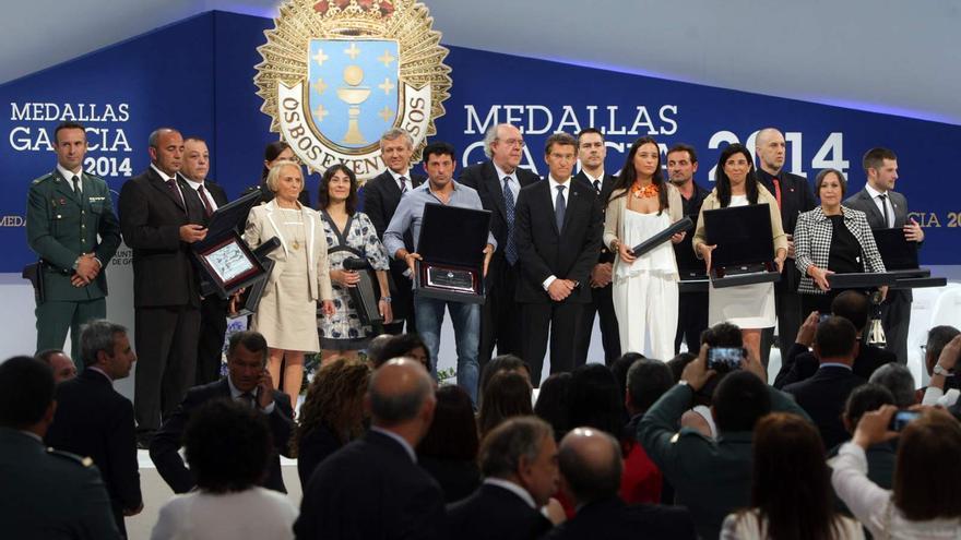 Feijóo en la entrega de las Medallas de Galicia de 2014 a víctimas del Alvia, criticada por la plataforma de afectados
