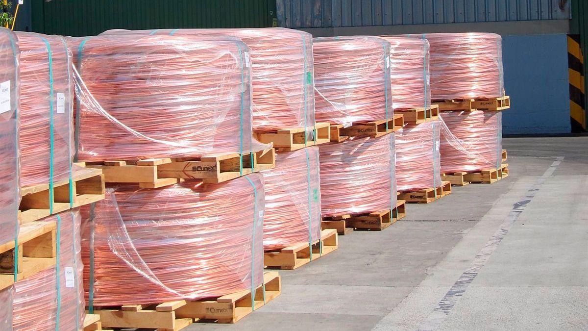 Rollos de cobre que se exportan desde Córdoba.