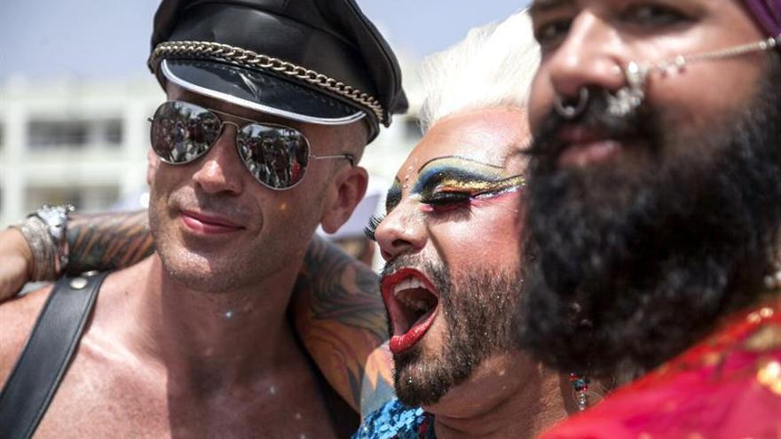 Pride Parade de Maspalomas 2015, la cabalgata que ha clausurado la Semana del Orgullo LGTB del sur de Gran Canaria