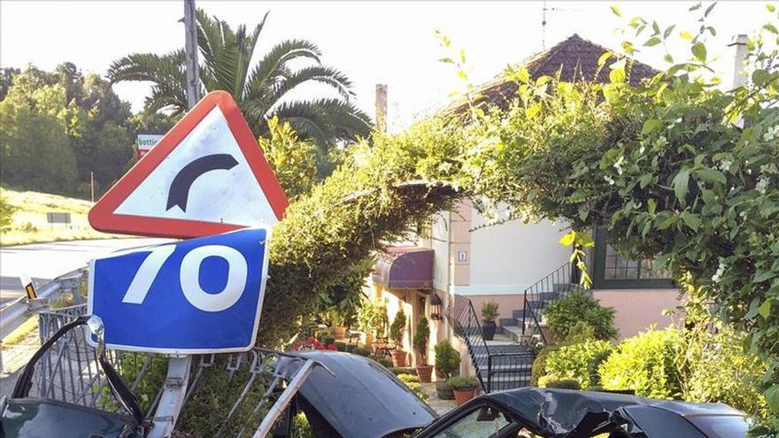 Muere una joven en un accidente en Vilamarín al chocar contra una vivienda