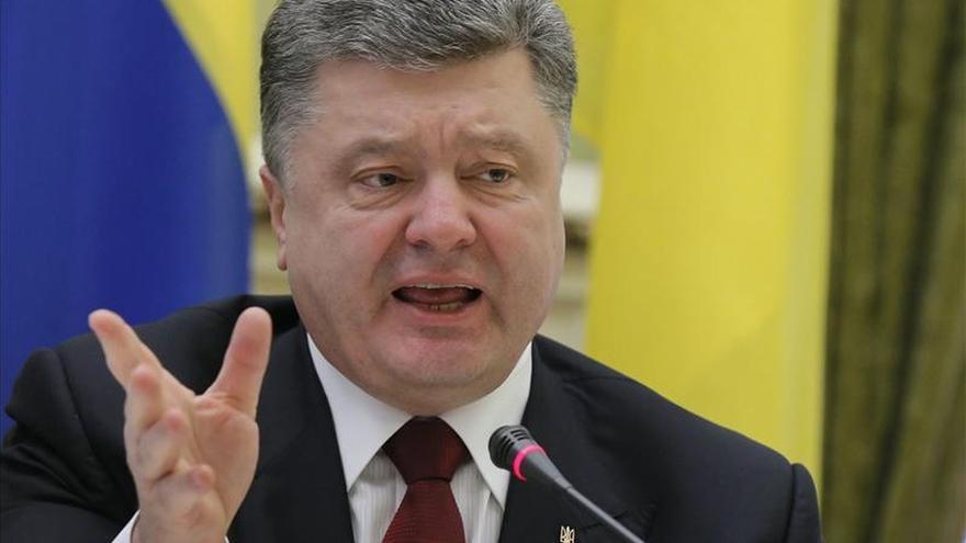 """Poroshenko considera """"improbable"""" que Rusia recurra a su arsenal atómico"""