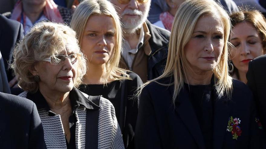 Cifuentes y Carmena recuerdan a las víctimas del 11M en la Puerta del Sol