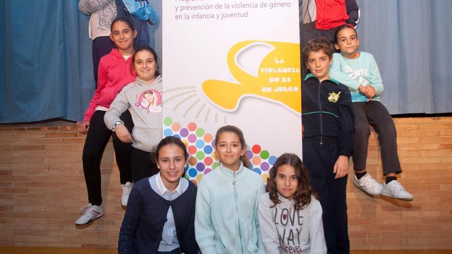 Los niños y niñas del taller de prevención de la violencia de género de Santiponce /foto: Luis Serrano