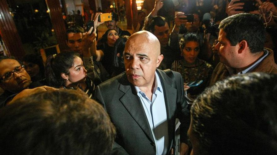 Mediadores anuncian acuerdos en diálogo en Venezuela que continua este sábado